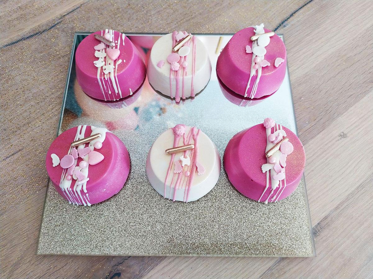 Oréo-décorés-Rose-or-sweet-table-RécréaCakes-scaled